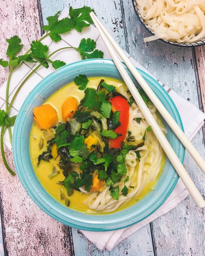 kokos-curry-suppe-mit-udon-nudeln